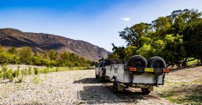 campatraler-towing-in-the -bush